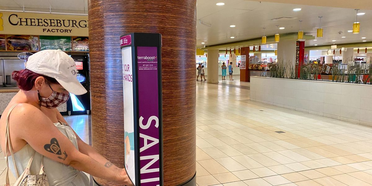 Oahu shopping malls reopen to thin crowds and many stores still locked up