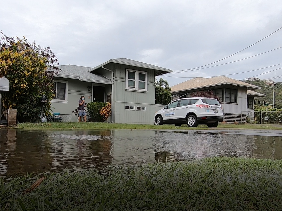 After torrential rains turned into floodwaters, residents in Wailupe begin long clean-up