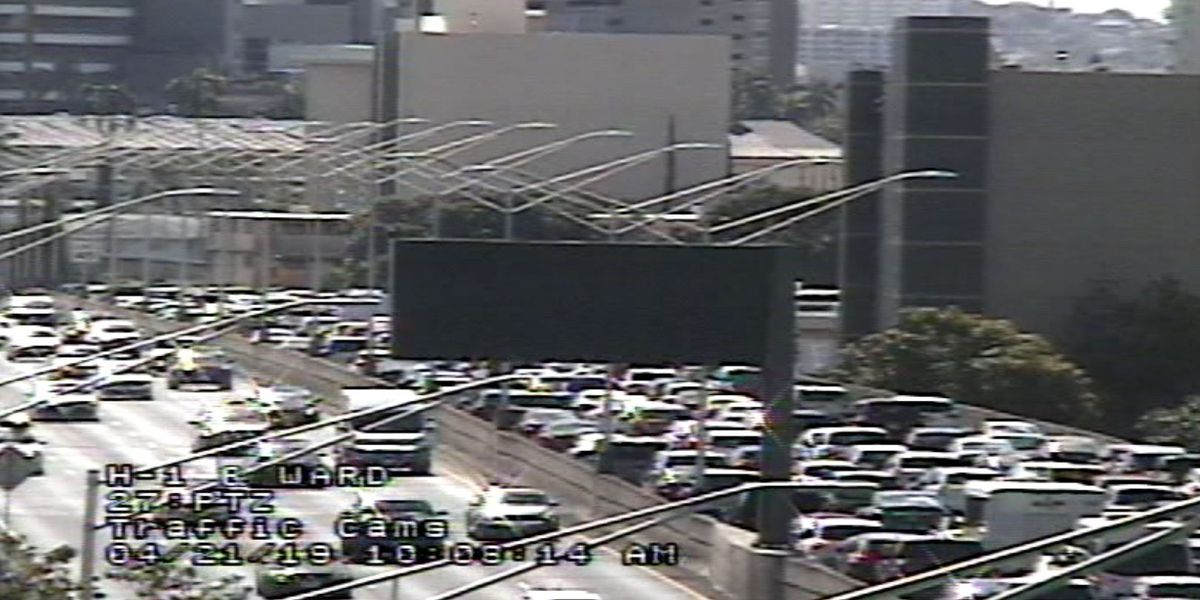 H-1 traffic back to normal near Punahou after crash