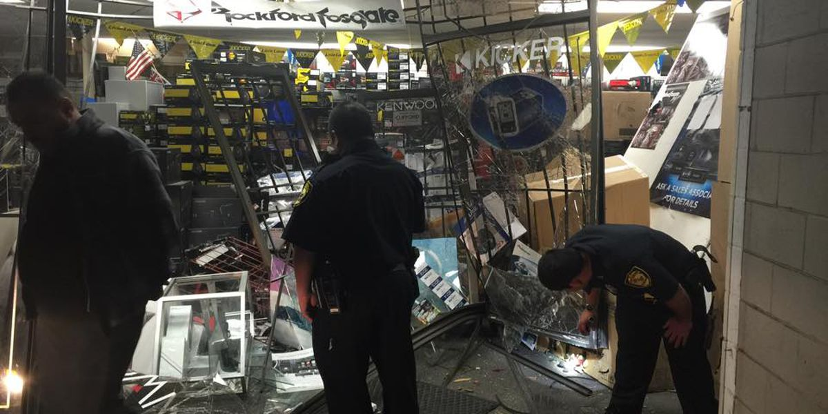 Thieves use stolen pickup to break in to Pearl City store