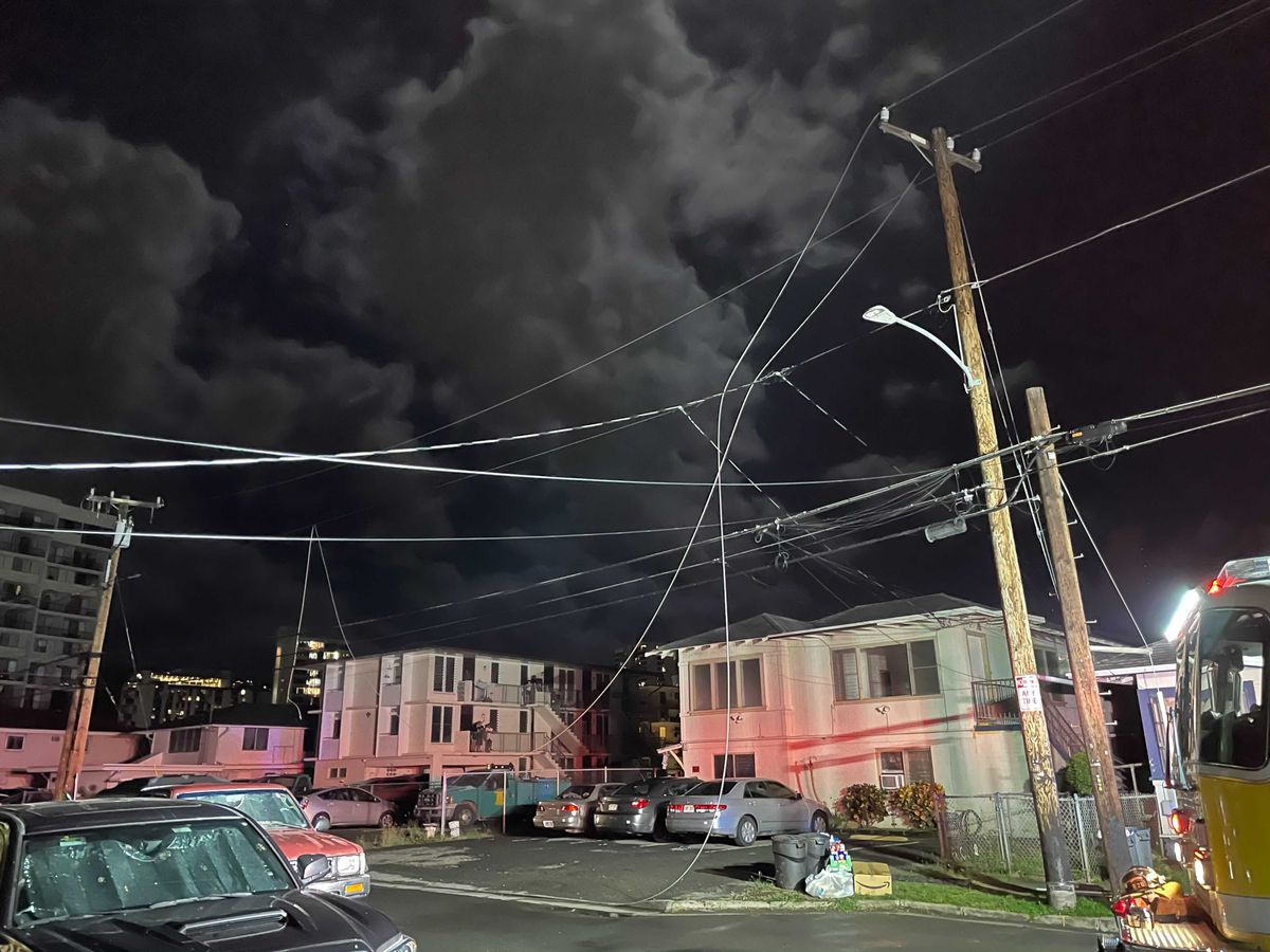 Apparent transformer explosion triggers large power outage in Moiliili