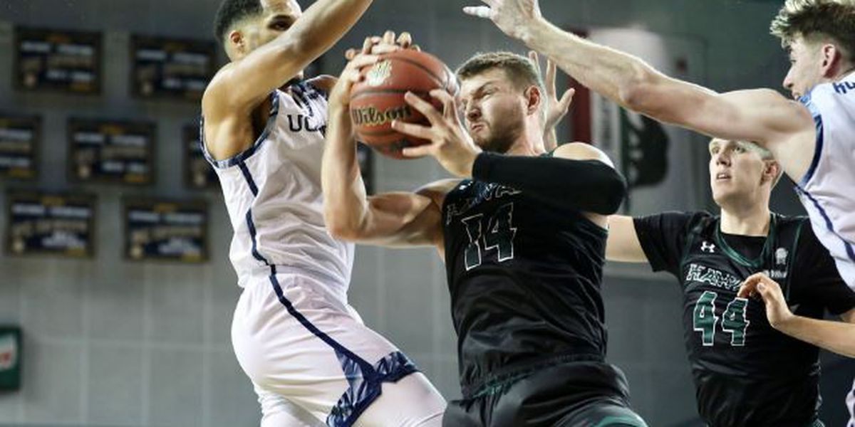 'Bows fall to UC Irvine 74-60