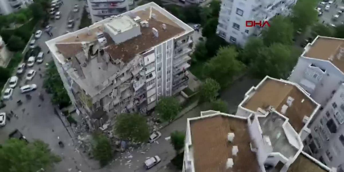 Raw: Aerial view of quake-damaged building in Izmir, Turkey