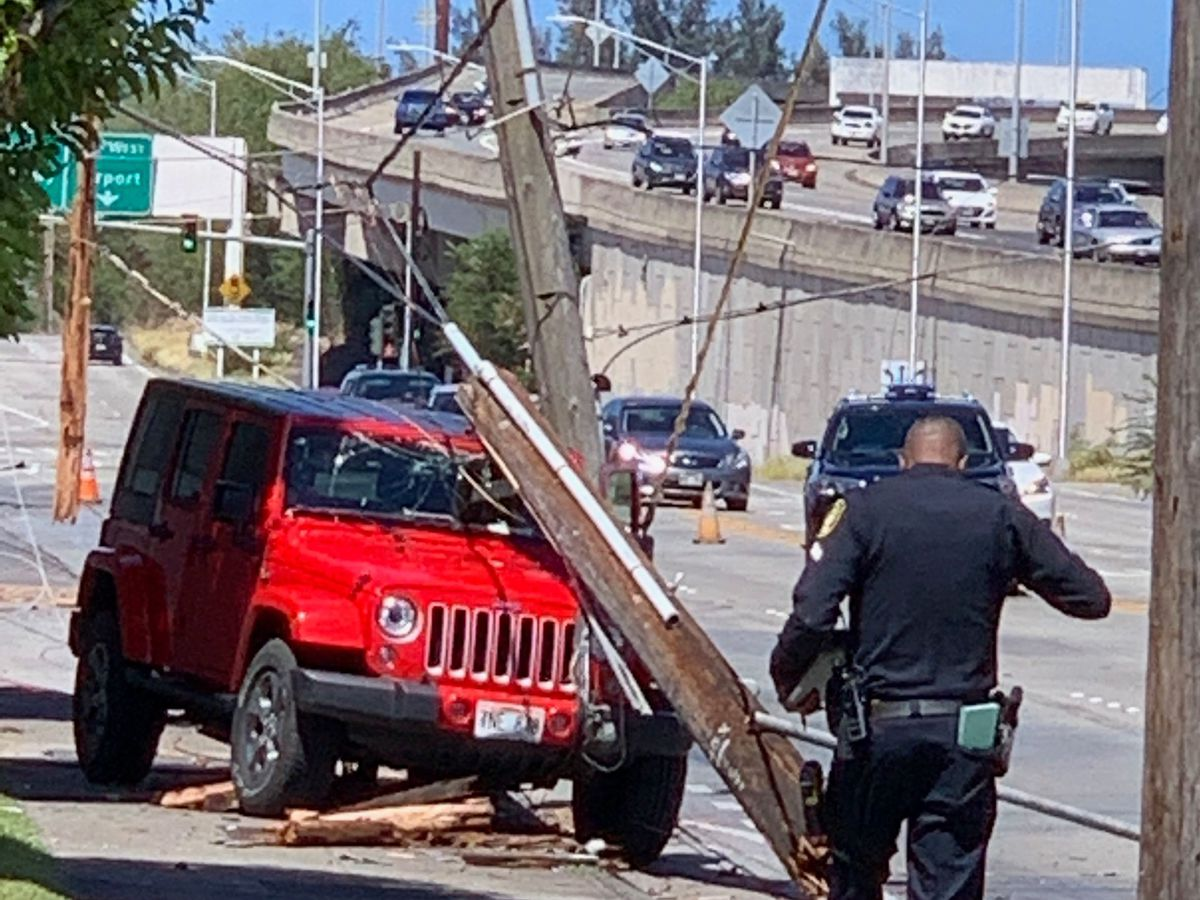 HECO restores power to Fort Shafter after car crashes into utility pole