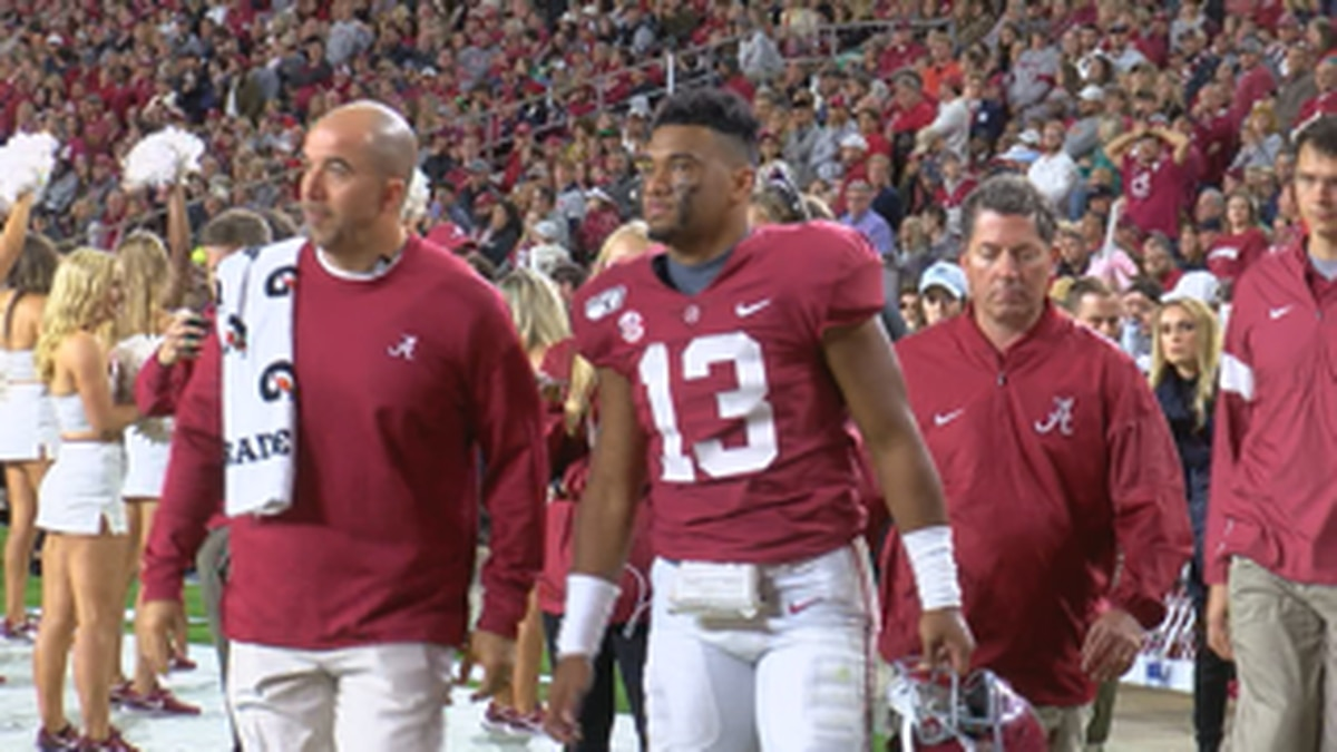 Alabama's Tua Tagovailoa suffers ankle injury in game against Tennessee