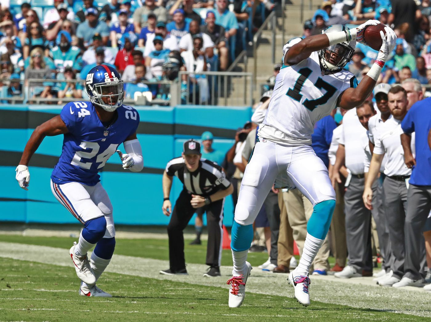 b11667f350c Carolina Panthers' Devin Funchess (17) catches a pass as New York Giants'