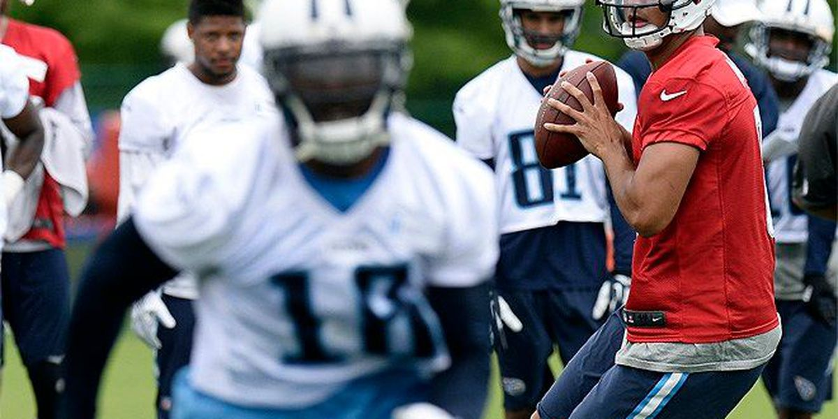 Mariota makes NFL debut with Titans