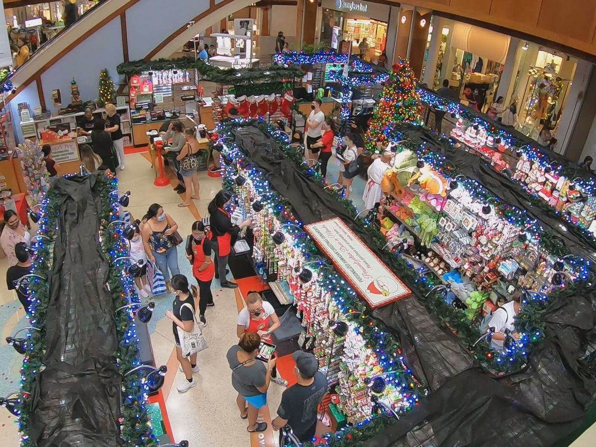 Despite slow start, thousands head to Hawaii malls for a different kind of Black Friday