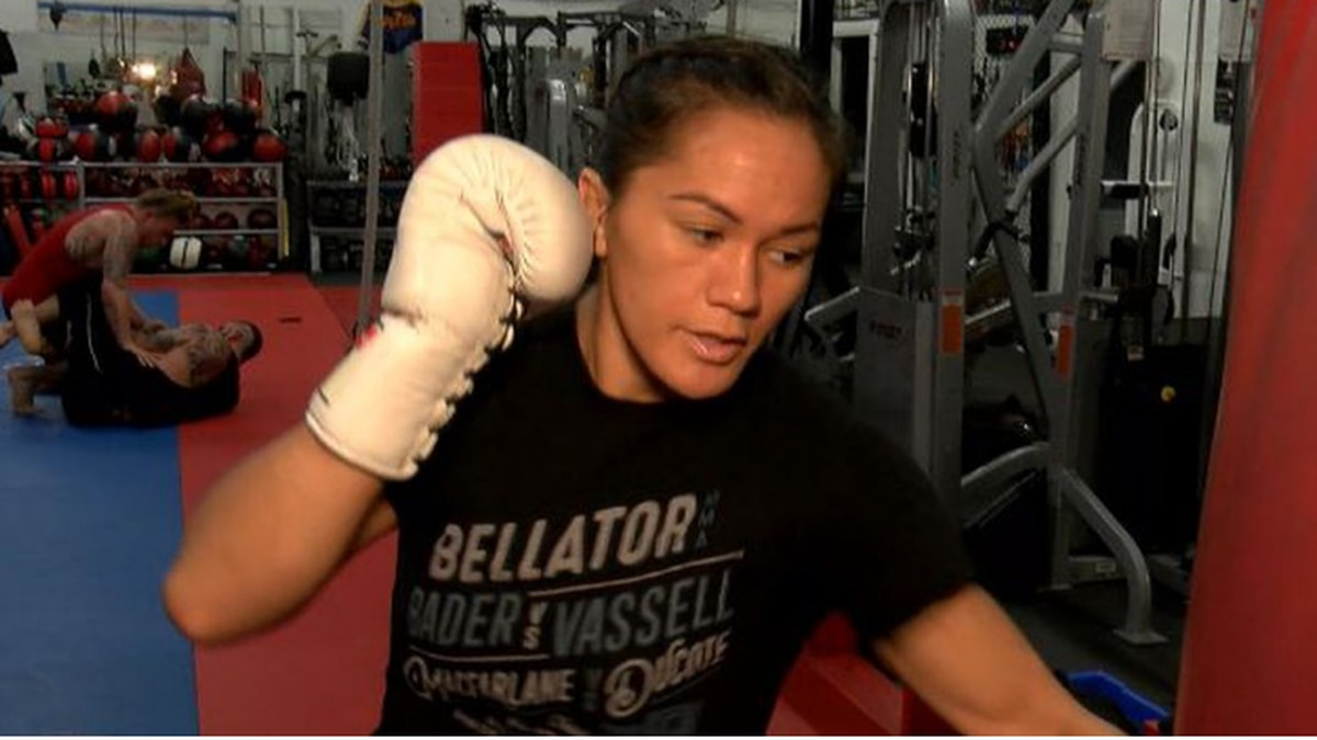 Macfarlane signs multi-fight extension with Bellator