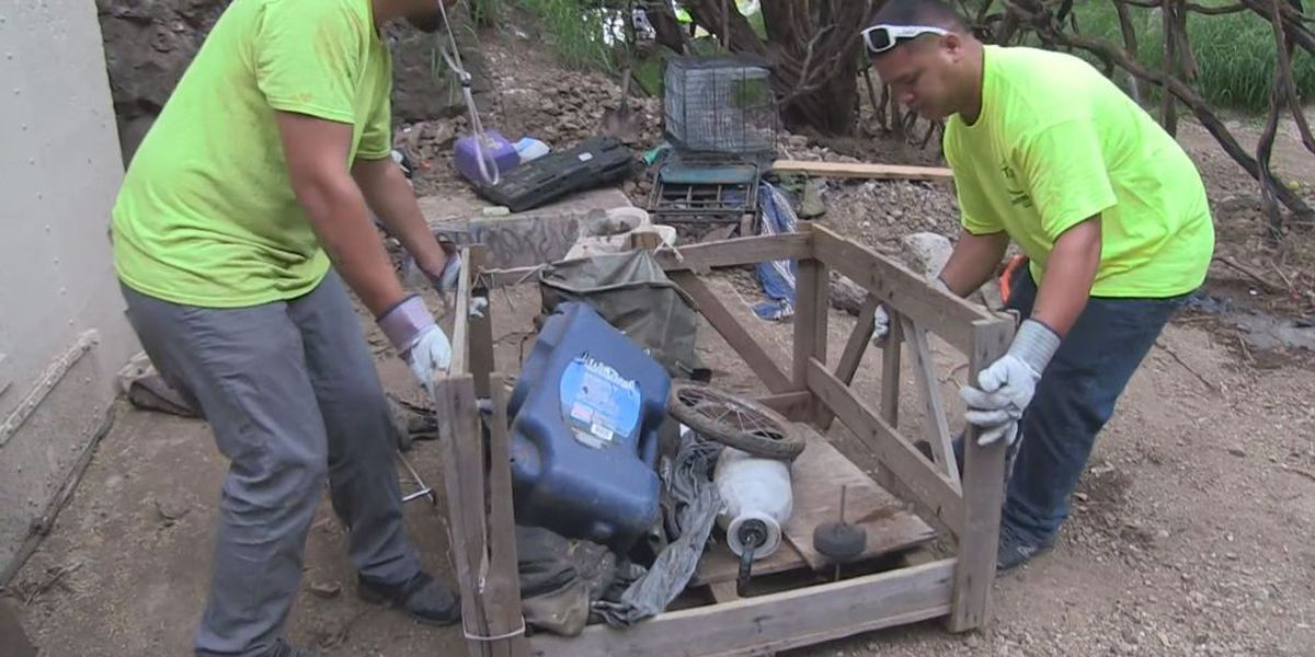 State crews clear out homeless encampments on Diamond Head