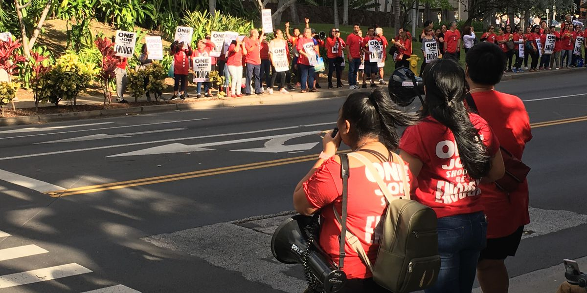 As they gear up for contract talks, hundreds of hotels workers rally in Waikiki