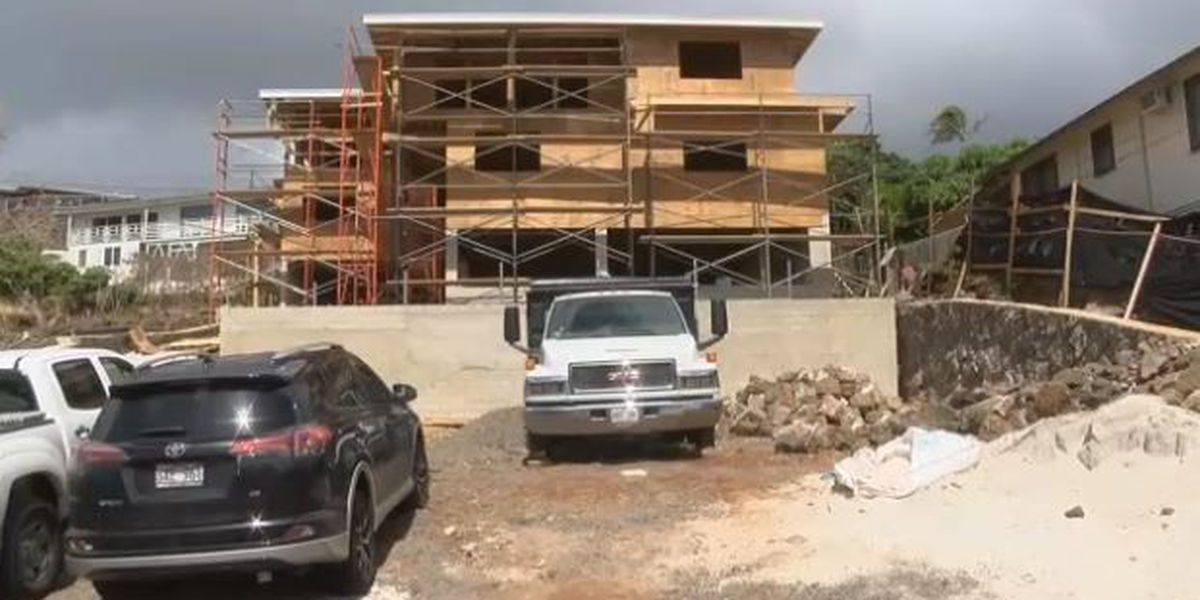 Mayor signs temporary ban of 'monster homes'