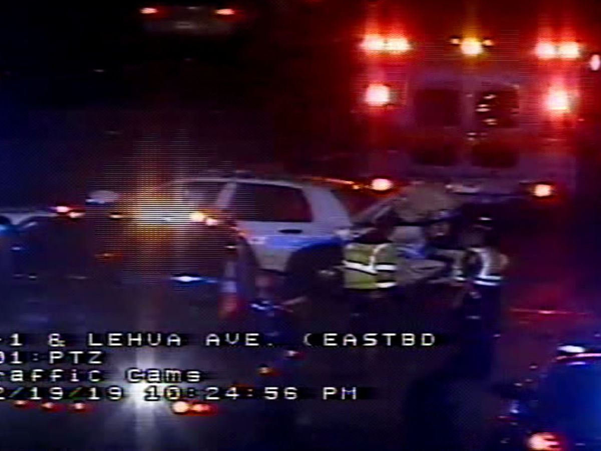 Emergency crews responding to 4-car crash on H-1 West in Pearl City