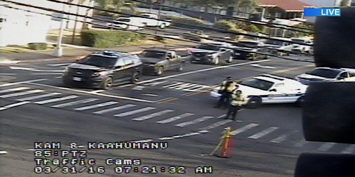 TRAFFIC ALERT: Leaning pole closes lanes in Pearl City
