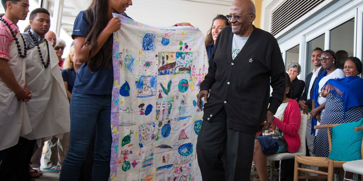 Hokulea crew members honor Desmond Tutu in Cape Town