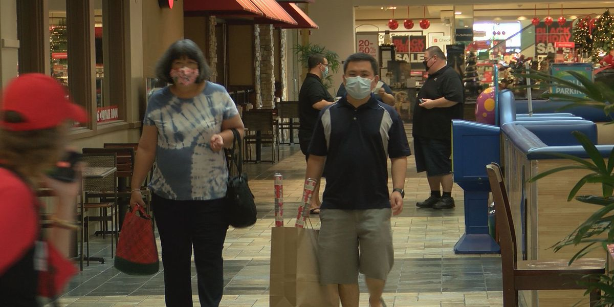 Defying the pandemic and a down economy, Hawaii shoppers scramble for Black Friday deals
