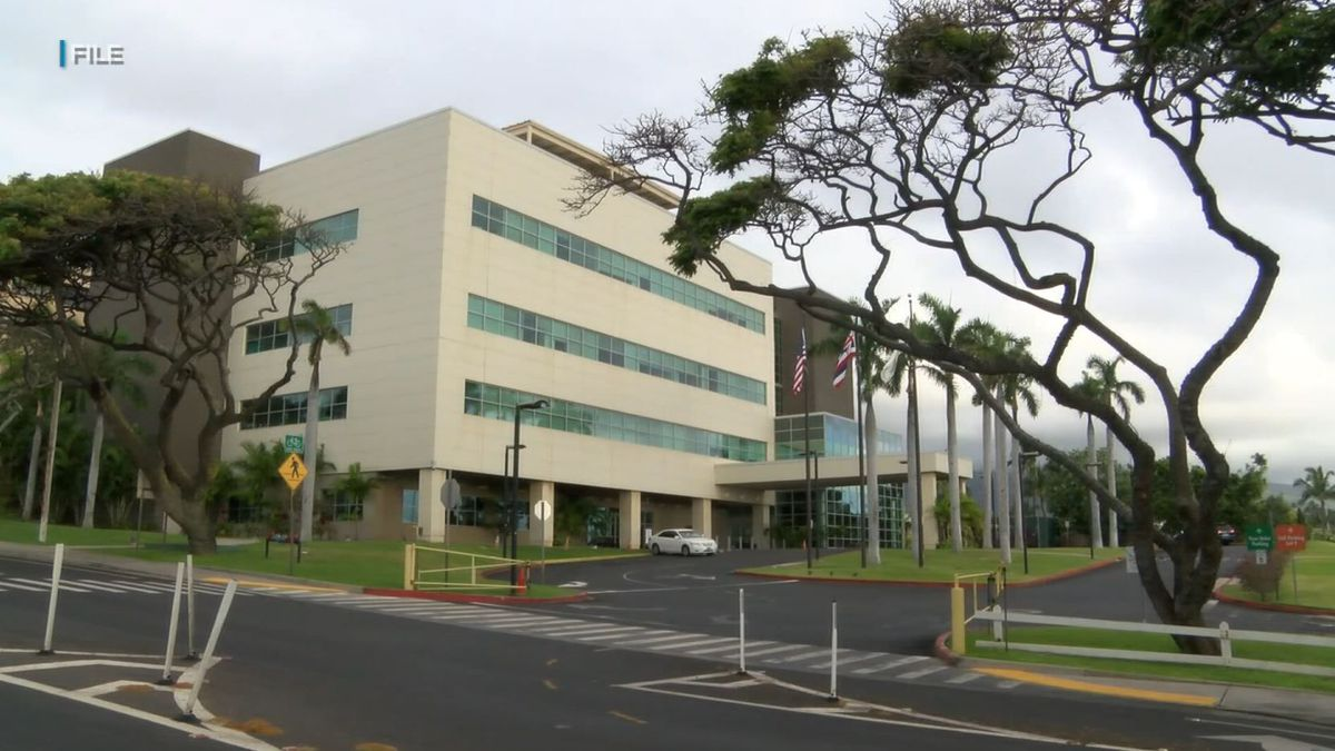 Health care worker who saw patients at Maui Memorial tests positive for COVID-19