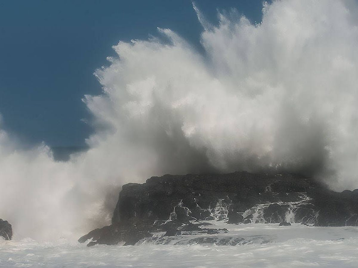 At least 10 rescued from Oahu beaches as monster surf rolls in