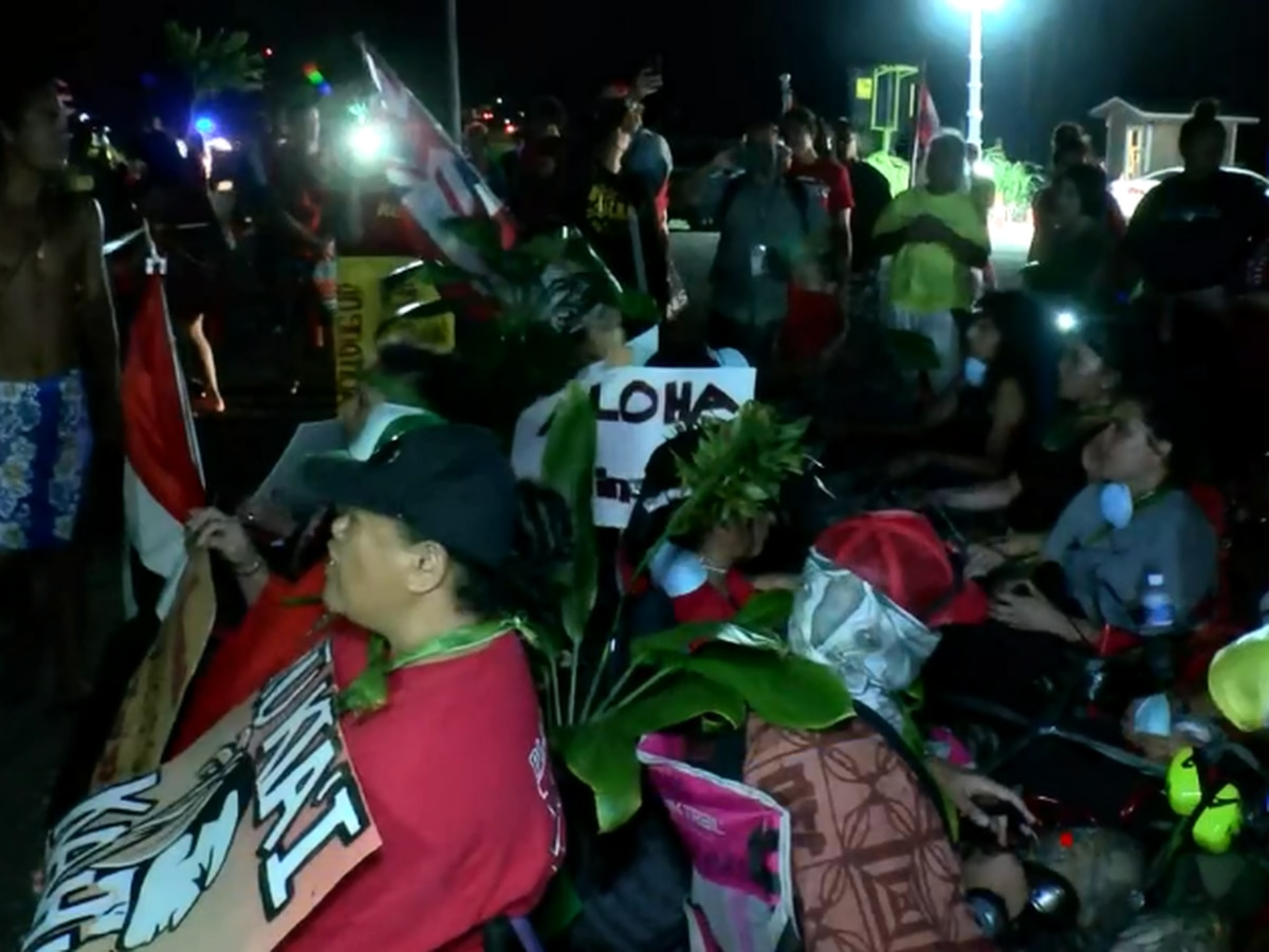 Protesters gather in attempt to block Kahuku wind farm construction