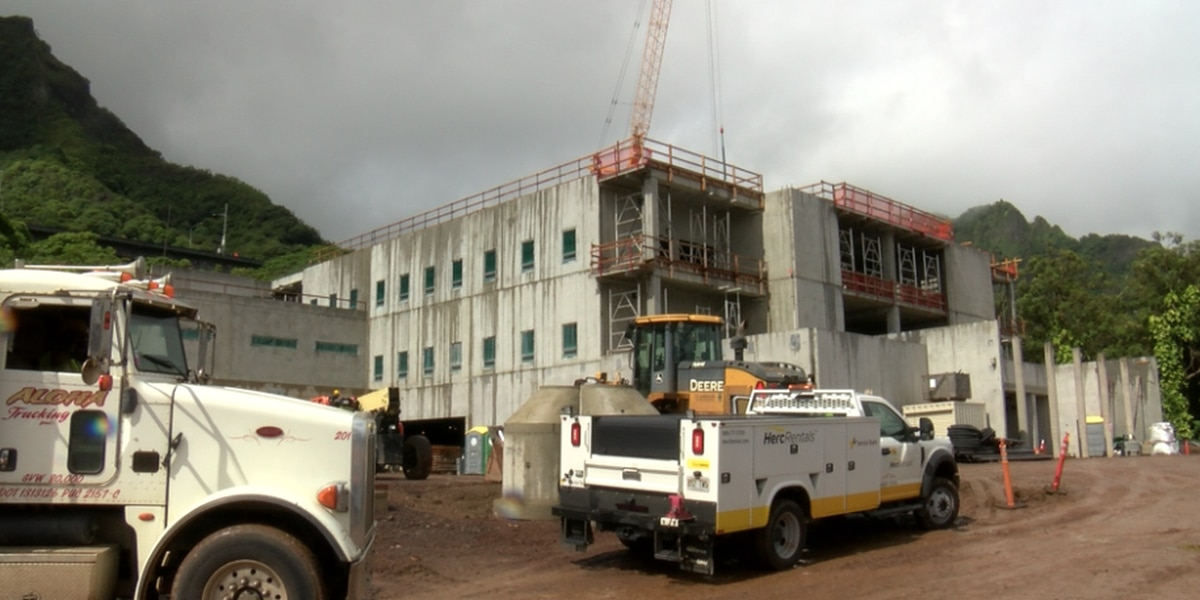 Multiple COVID-19 cases connected to Hawaii State Hospital temporarily halt construction at site