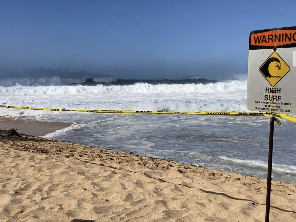 Warning-level swell draws curious onlookers to Oahu's North Shore