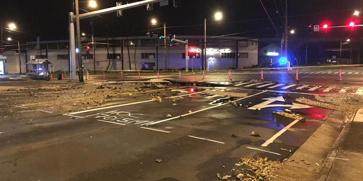 All lanes reopened in Kalihi after water main break repaired