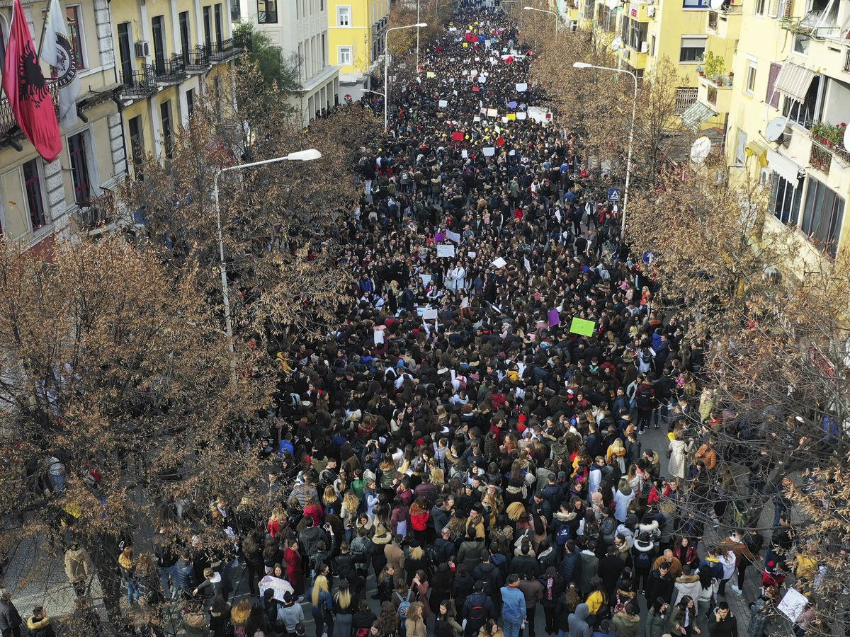 Thousands of Albanian students step up rally against fees