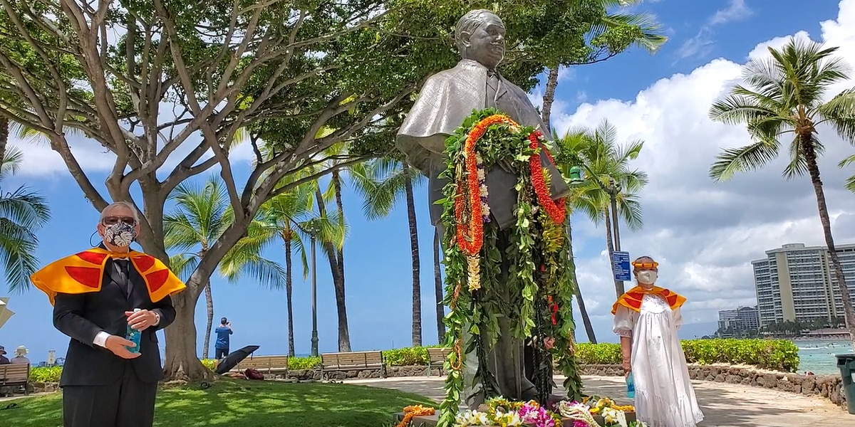 Lei drapes Prince Kuhio's statue in celebration of his 150th birthday