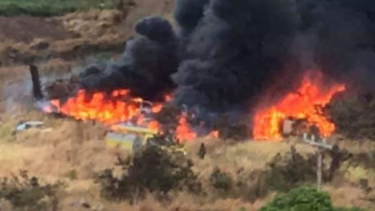 Maui firefighters battle two fires, including one that burned at least 15 vehicles