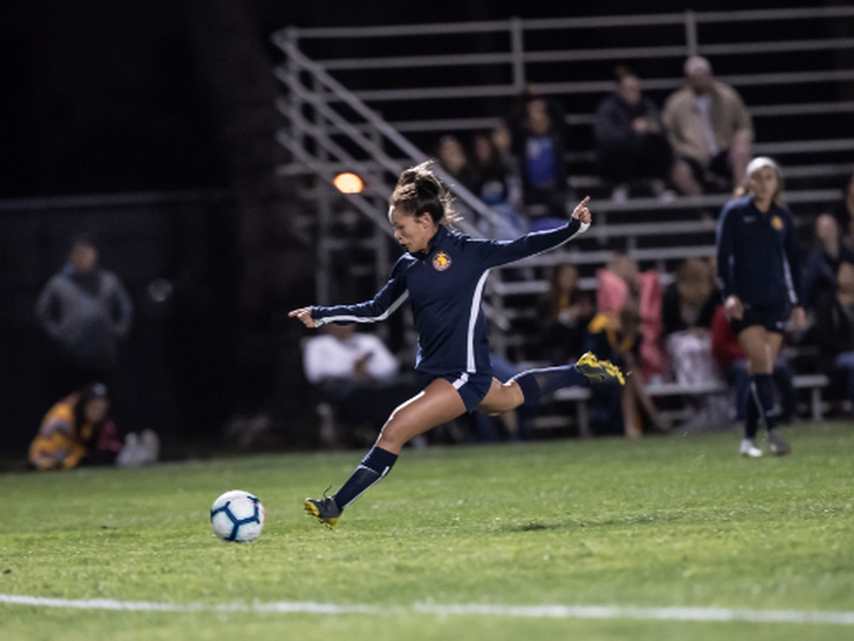 Former Rainbow Wahine stand-out makes her professional soccer debut