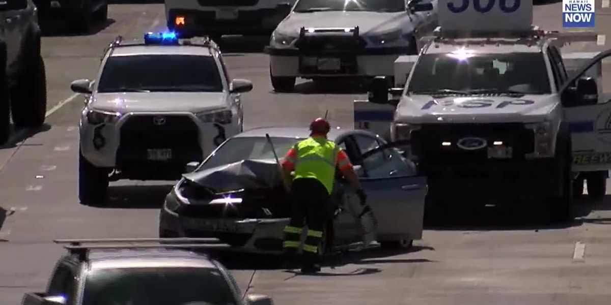 A multi-vehicle accident blocked multiple lanes on the H-1 freeway this morning