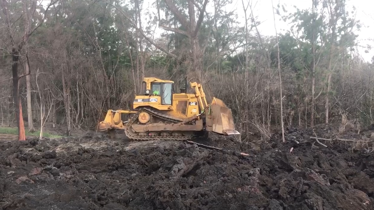 Bulldozers begin construction on Hwy. 137 emergency route into Pohoiki