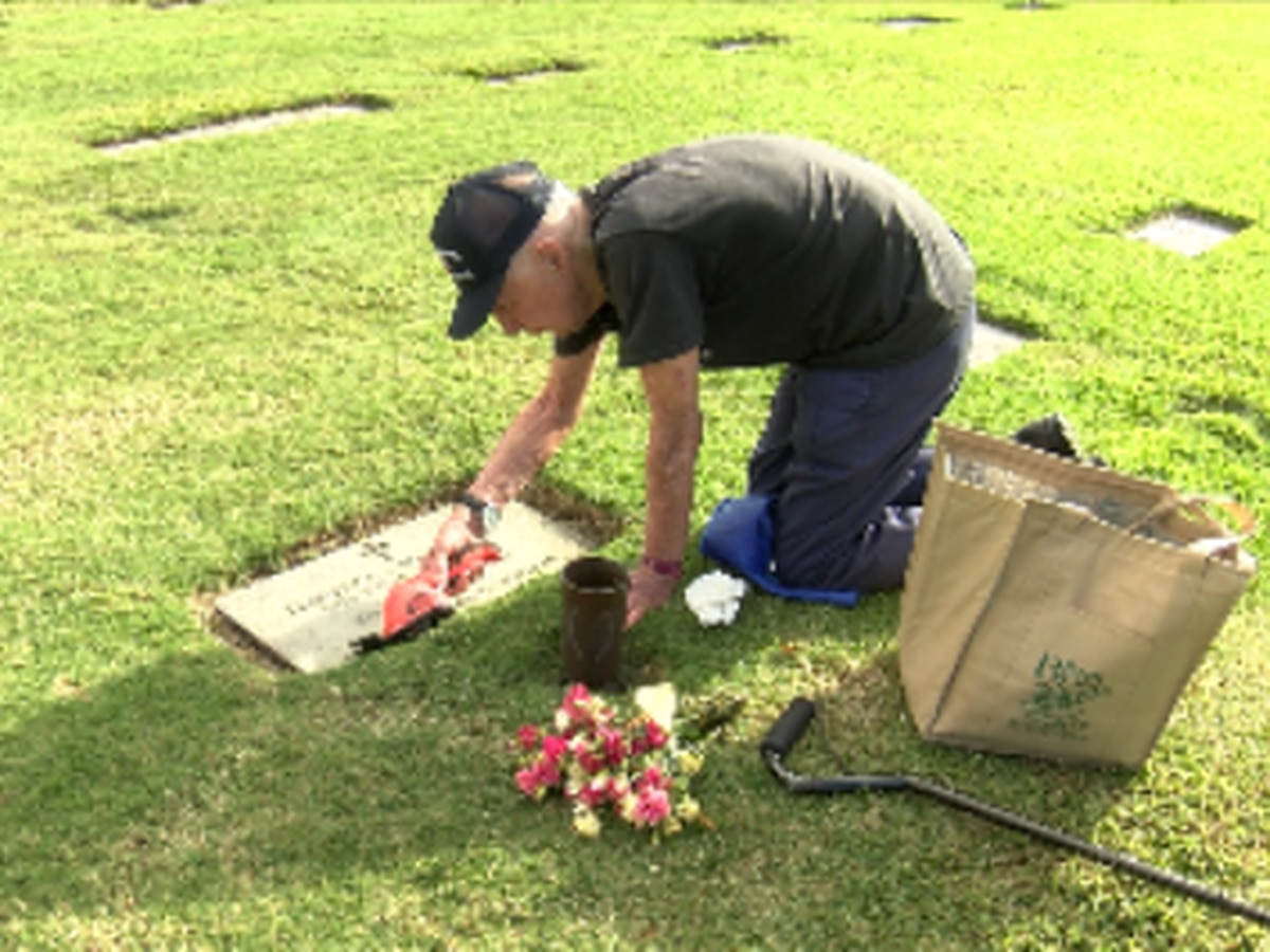 He's visited her grave 1,300 times — his 'payback' for 72 years of patience and love