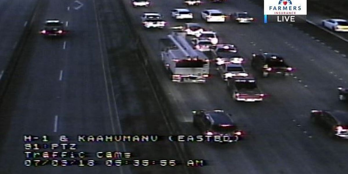 Multiple-vehicle crash on the H-1 cleared