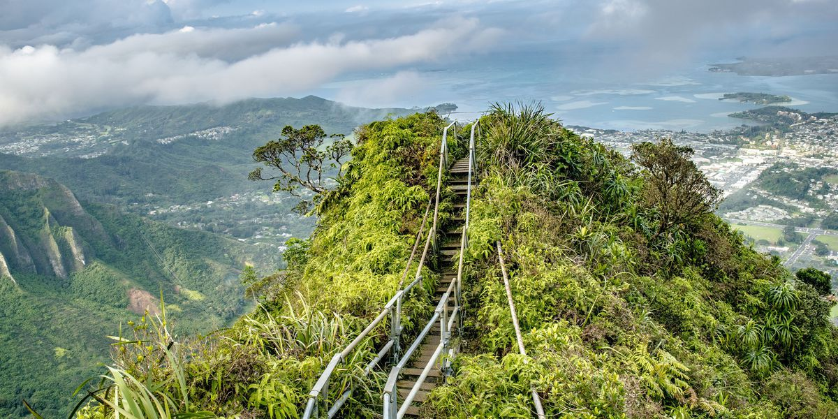 In a turnabout for the city, mayor seeks $1M to remove Haiku Stairs