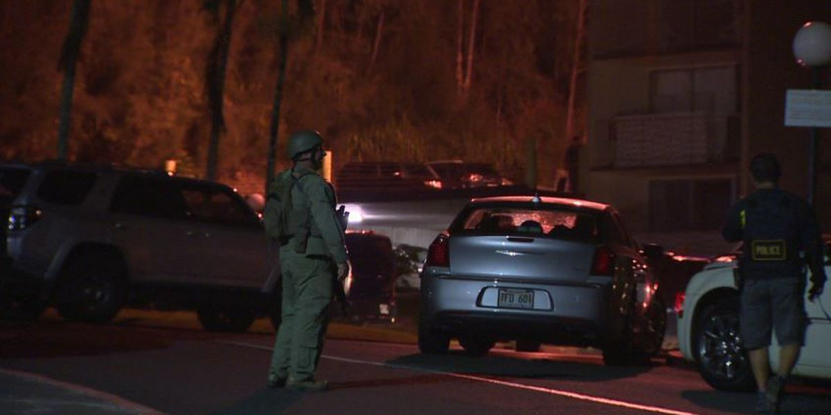 Mililani barricade suspect surrenders to police