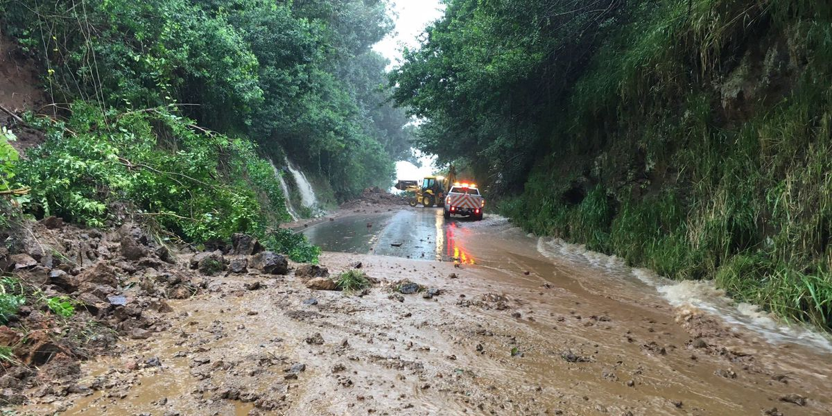 TRAFFIC ALERT: Landslide closes portion of Akoni Pule Hwy. on Big Island