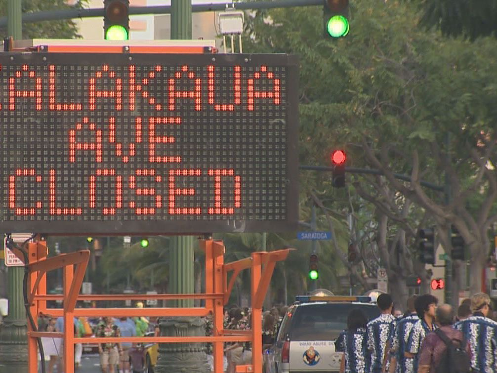 Mayor signs bill limiting Waikiki road closures for parades, block parties
