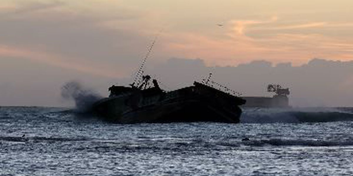 Weather delays salvage efforts for grounded fishing vessel in Waikiki