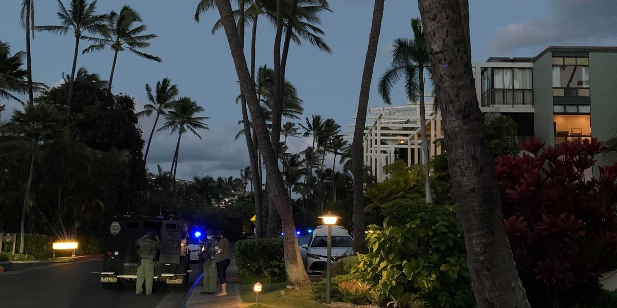 Guests, staff in lockdown at Kahala Hotel as police respond to reports of armed man in room
