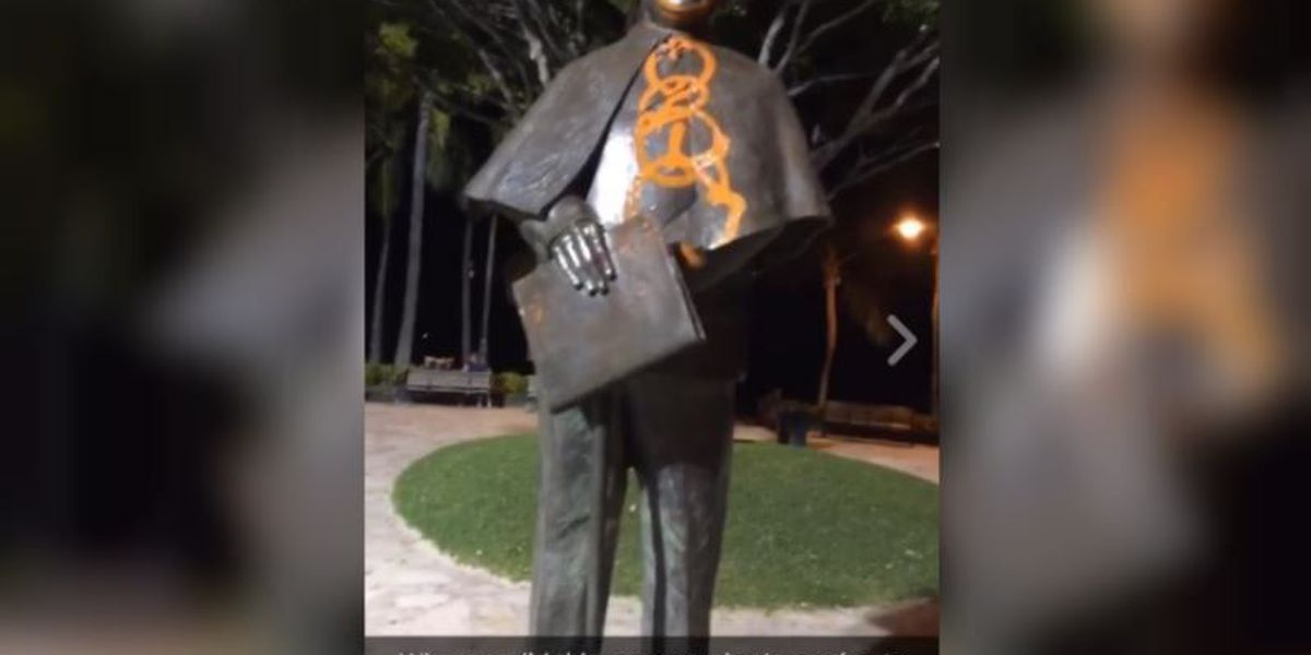 Prince Kuhio statue cleaned, vandalism called 'desecration'