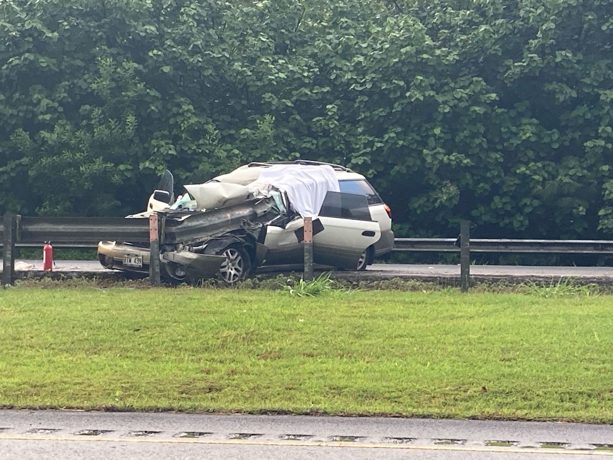 Man dead after driving into guard rail on H-3