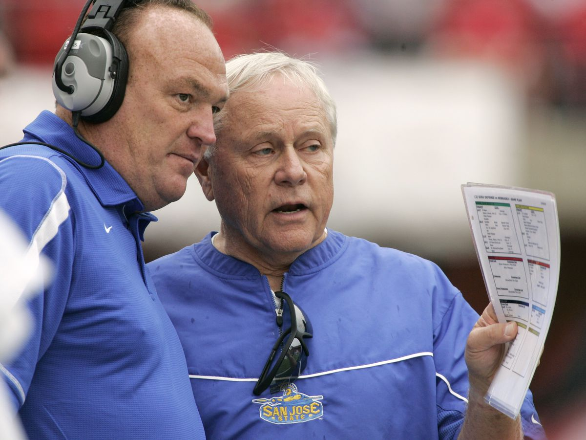Former Hawaii football coach Dick Tomey dies of lung cancer