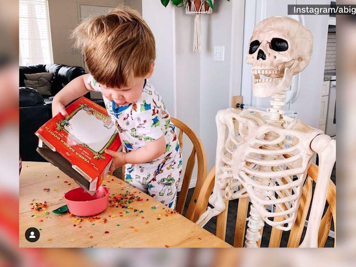 'Two peas in a pod': Toddler befriends 5-foot Halloween skeleton