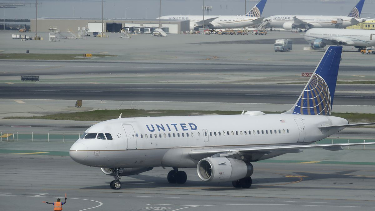 United to offer COVID-19 testing for passengers, starting on Hawaii route
