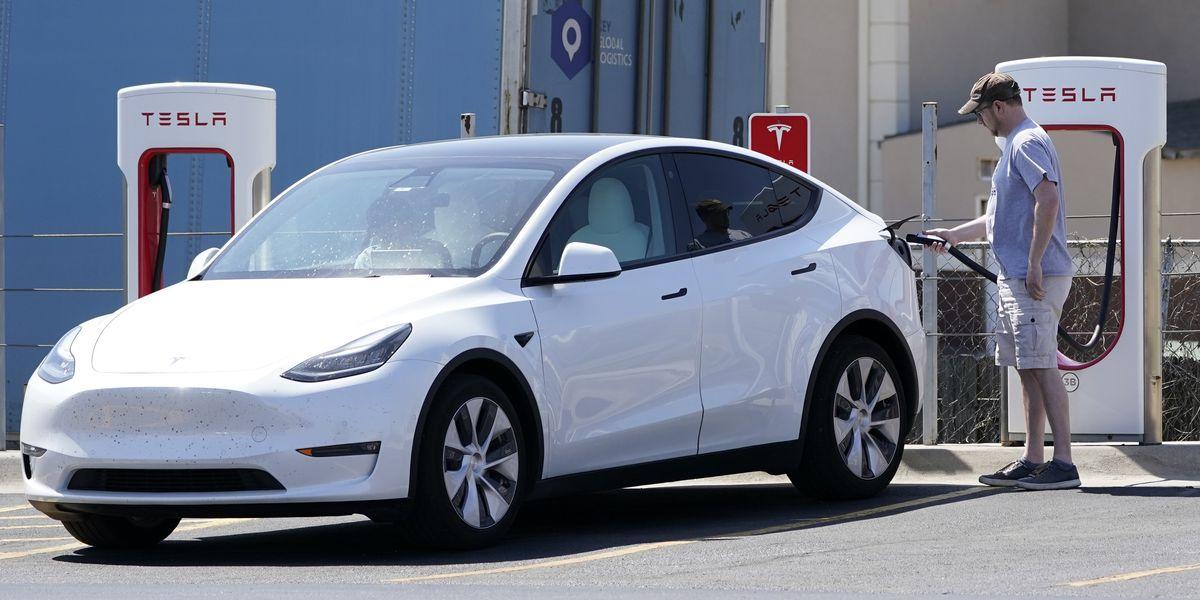 2 US agencies send teams to probe Tesla crash with no driver