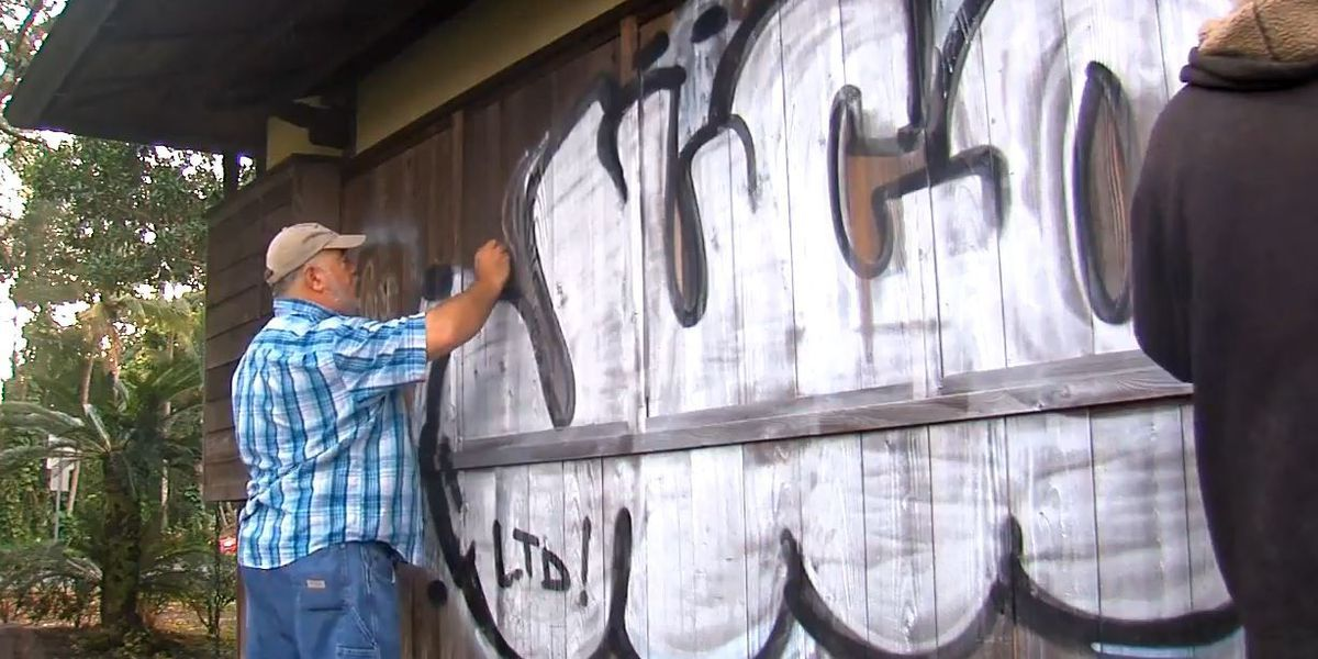 Volunteers restore Japanese tea house vandalized at a Hilo park