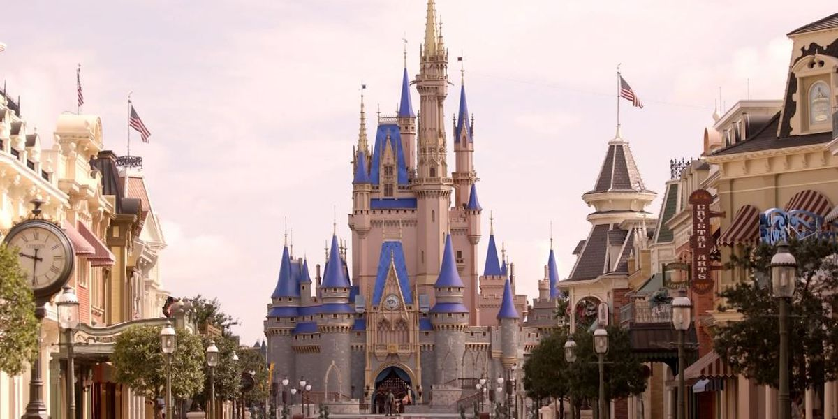 Disney expands holiday hours at Florida parks