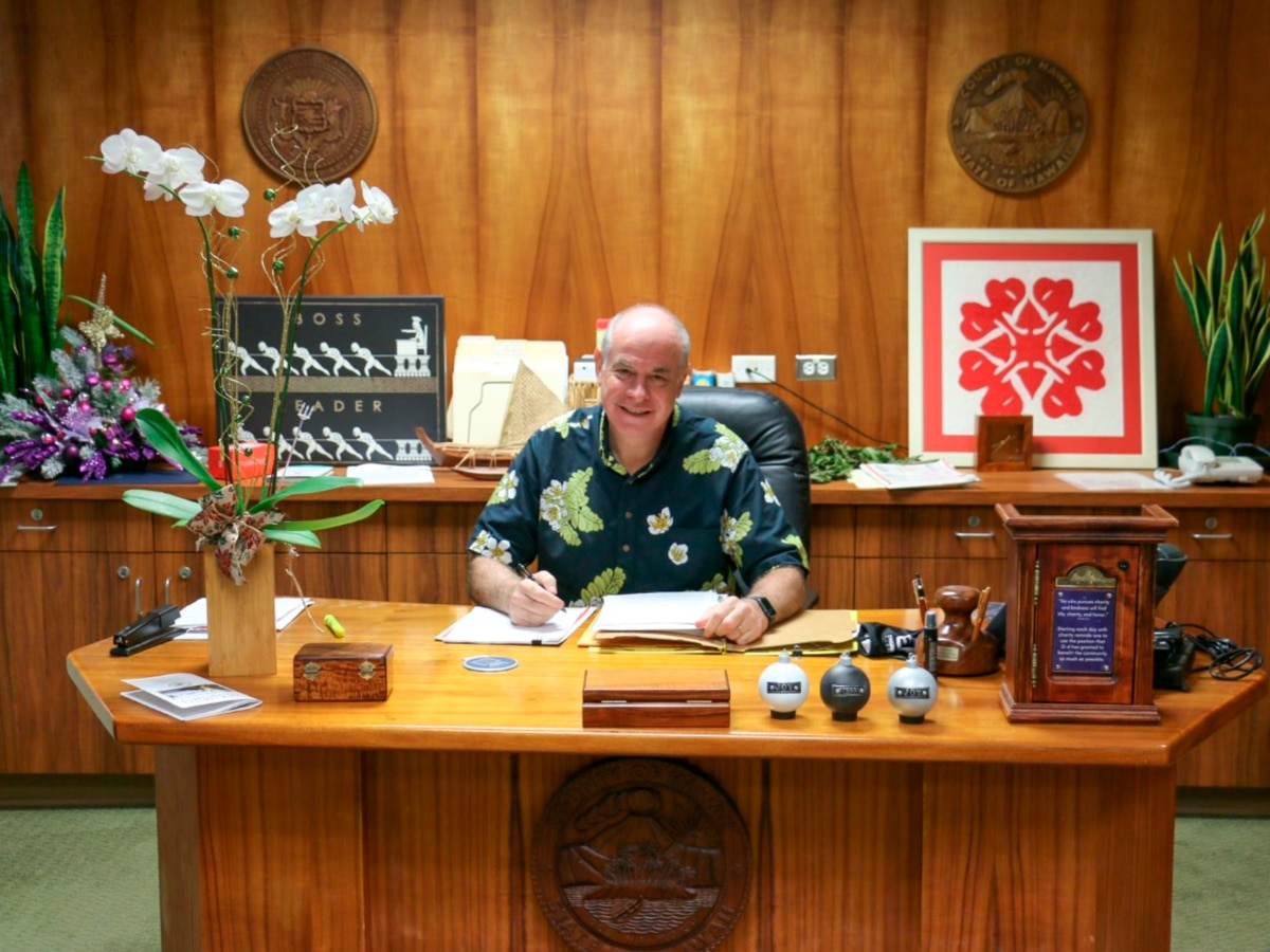 Hawaii Island Mayor Mitch Roth slowly returns to work after heart attack recovery