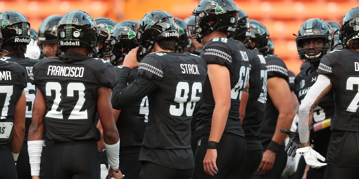 The 'Bows defeat New Mexico in home opener, 39-33